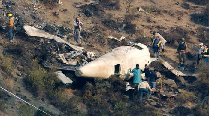live photo of plane crash 47 died included junaid jamshed with his wife